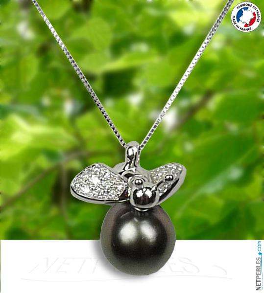 Une abeille en pendentif avec perle de tahiti