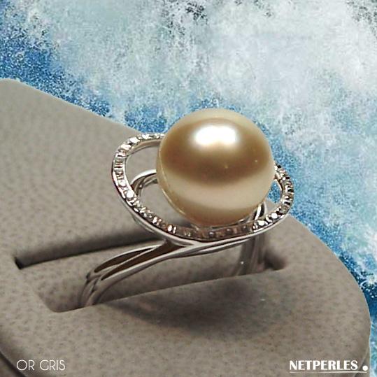Bague en gris (blanc) 18 carats et diamants avec perle de culture d'australie dorée qualité AAA