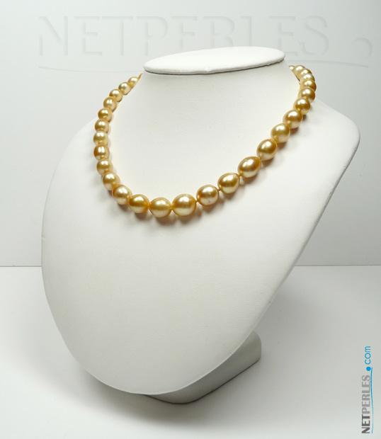 Collier de perles dorees des mers du sud, longueur 45 cm, perles baroques, a semi baroques