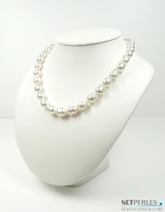 Collier de perles de culture d'Australie Blanches, formes baroques cerclees dimension 45 cm diametre 9,25 à 11,4 mm