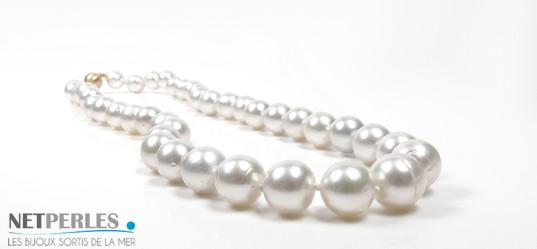 Collier de perles d'australie blanches argentees, bijou de luxe, tres haut de gamme