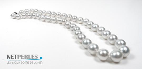 Collier de perles de culture d'Australie blanches argentees, du luxe, du standing