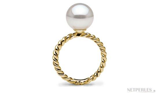 Bague en Or Jaune  avec une perle d'Akoya blanche parfaitement ronde AAA