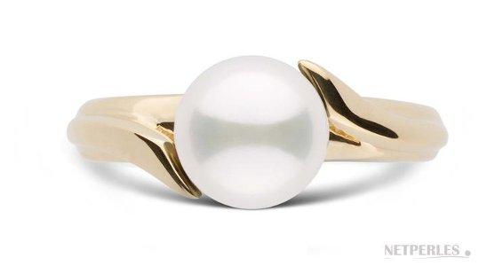 Bague en Or Jaune avec une perle d'Akoya parfaitement ronde qualité AAA