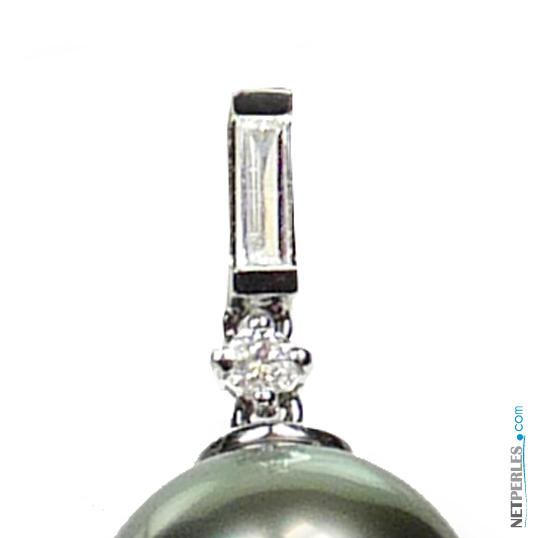 Bouces d'oreilles en or et diamants avec perles de Tahiti