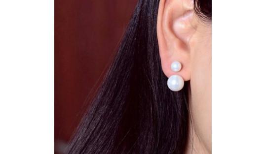 Boucles d'oreilles Twist avec deux perles d'eau douce blanches en forme bouton
