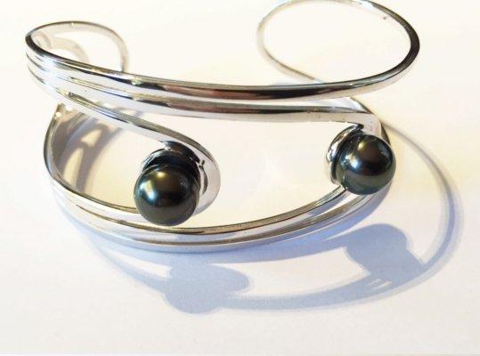 Bracelet Argent rhodié  et deux perles noires de Tahiti 8-9 mm AAA