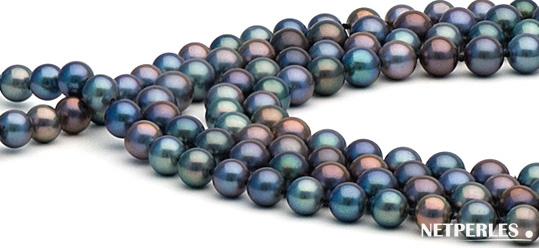 Gros plan sur des perles d'eau douce toute plus séduisantes les unes que les autres