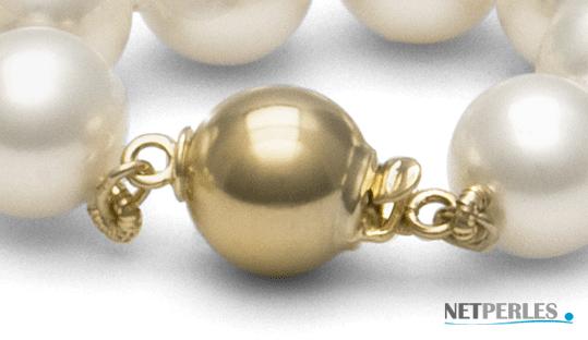 gros plan sur fermoir de securité sur bracelet et collier de perles chez NETPERLES