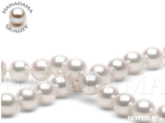 Gros plan sur un collier de perles de culture Akoya qualité Hanadama de 8,5 à 9,0 mm