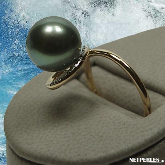 Bague or jaune et diamants avec perle de culture de Tahiti qualité AAA
