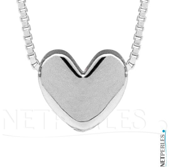 Gros plan sur pendentif en Argent 925 en forme de coeur