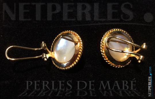 Boucles de perles de mabé vues de dos pour le systeme