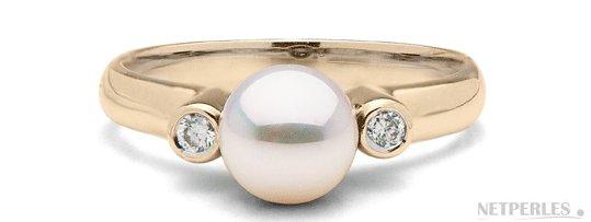 Bague Romantique en Or Jaune et perle d'Akoya AAA avec deux diamants