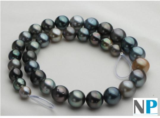 collier de vraies perles noires de tahiti de formes rondes