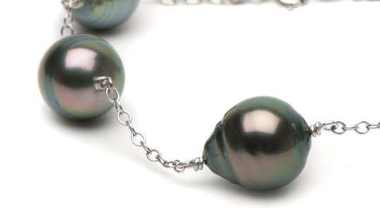 Perles baroques de Tahiti aux reflets paon
