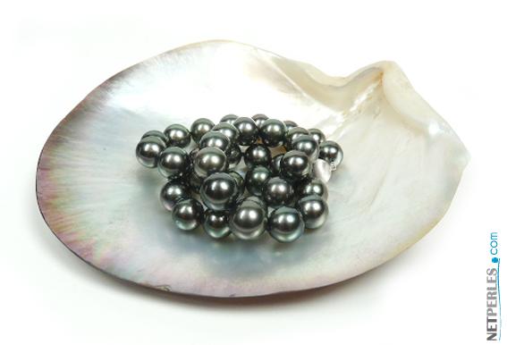 Le bijou de toute une vie, collier de perles de culture, perles noires, perles de tahiti
