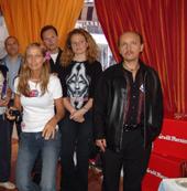 Maryse Agaesse (Cannes Radio) avec pose avec des participants.