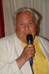 Paul Pacini createur du Wisky à Gogo et fondateur de Cannes Radio est très heureux ce soir...