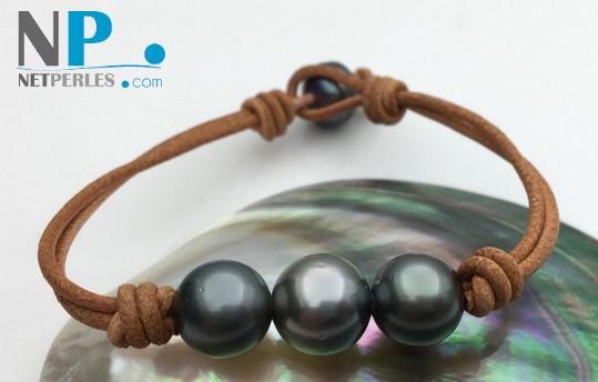 Bracelet de perles de culture de Tahiti de 11 à 12 mm montées sur lien de cuir.
