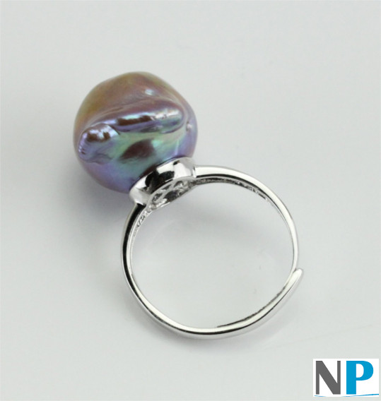 Bague en argent rhodié et perle d'eau douce pourpre bronze métallique extraordinaire