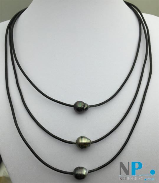 Collier de 3 perles baroques de tahiti sur 3 liens de cuir et une perle pour fermer le collier