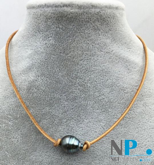 Lien de cuir avec perle de Tahiti baroque 13-14 mm