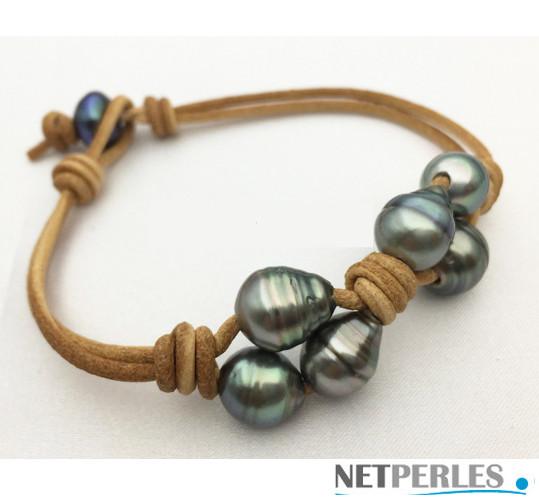 Bracelet de perles de culture de Tahiti baroques de 10 à 11 mm montées sur lien de cuir.