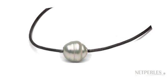 Lien de cuir, collier ou bracelet,  traversant une perle d'australie baroque