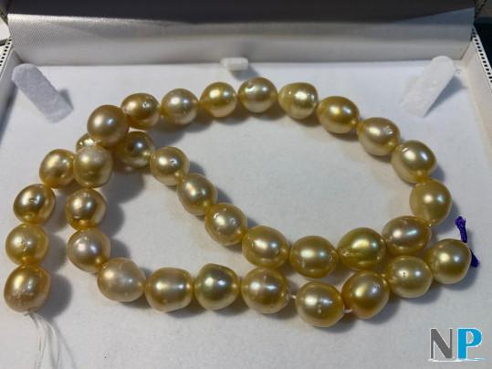 Collier de perles dorees des mers du sud, longueur 45 cm, perles gouttes baroques