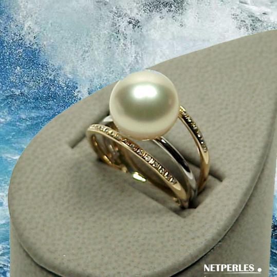 Bague deux ors, gris et jaune, 18 carats et diamants avec perle de culture d'australie blanche