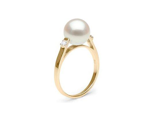 Bague en Or et Diamants avec une perle de culture d'Eau Douce