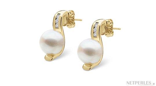 Boucles d'oreilles en Or Jaune avec diamants et perles d'Eau Douce blanches de qualité DOUCEHADAMA