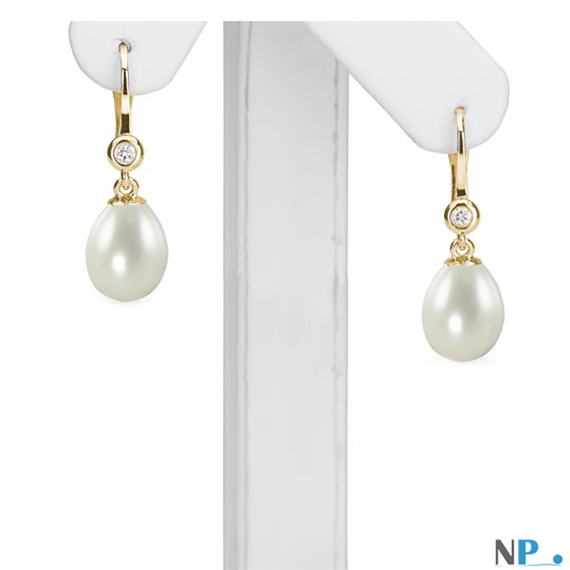 Paire de boucles d oreilles dormeuses Or 18K avec diamants et perles d'eau douce forme de goutte