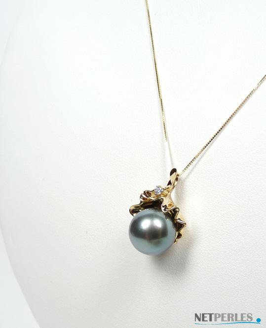 tres beau et precieux pendentif en or 18 carats et sa perle de tahiti à partir de 8 à 9 mm