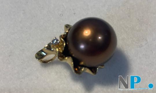 Pendentif Corolle avec une perle de Tahiti couleur Chocolat de 11 à 12 mm