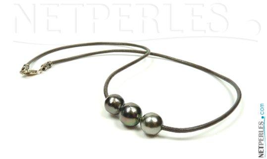 Cordon de cuir avec 3 perles baroques de Tahiti