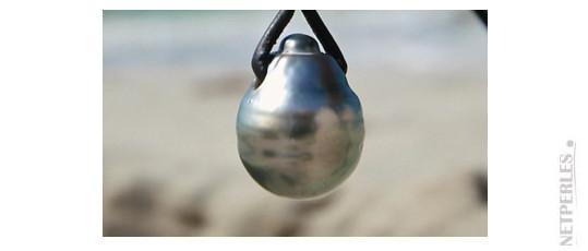 Collier en cuir avec une perle de Tahiti en forme de Goutte