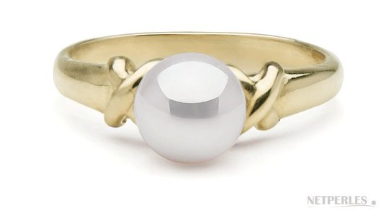 Bague en Or jaune avec une belle perle de culture d'Akoya blanche