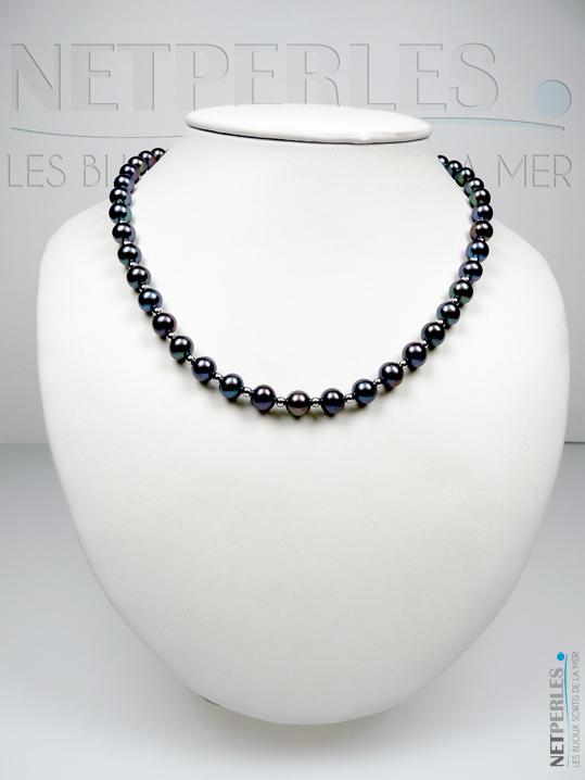 Collier de perles noires, d'eau douce, avec billes en or entre chaque perle