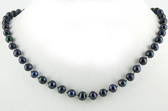 Collier de perles noires d'eau douce avec billes en or gris