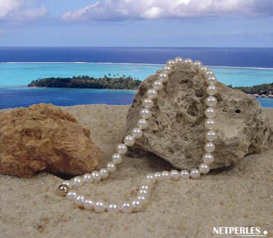 Collier de perles de culture d'eau douce blanches qualité AA+ ou AAA diametre de 8 à 9 mm longueur 45 cm