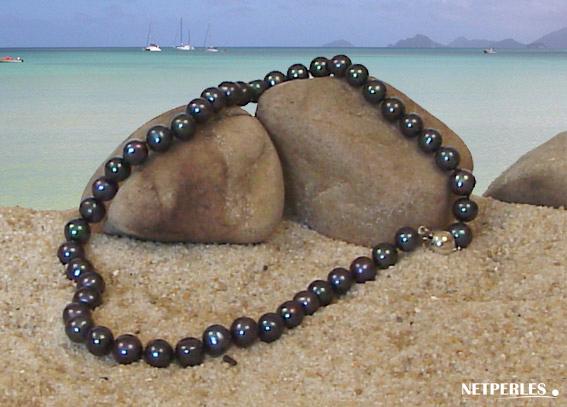 Collier de perles de culture d'eau douce noires en qualité AA+