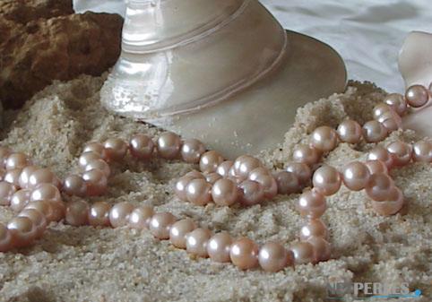 gros plan sur des perles d'eau douce de 9,5 à 10,5 mm