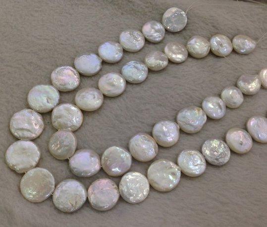 Collier de perles plates d'eau douce blanches nacrées