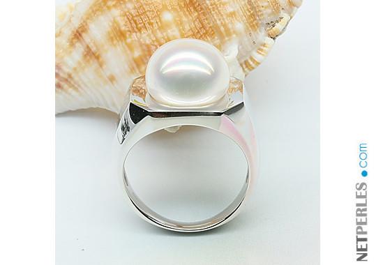 Bague en argent rhodié et perle d'eau douce blanche de grand diamètre