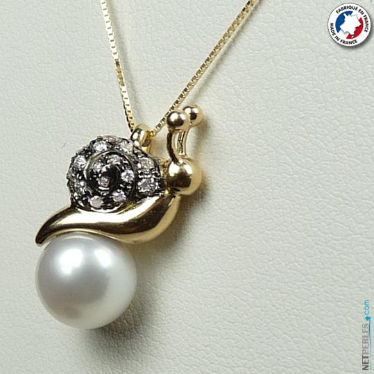 Collier d'une perle blanche avec beliere en or 18 carats et perle d'eau douce blanche