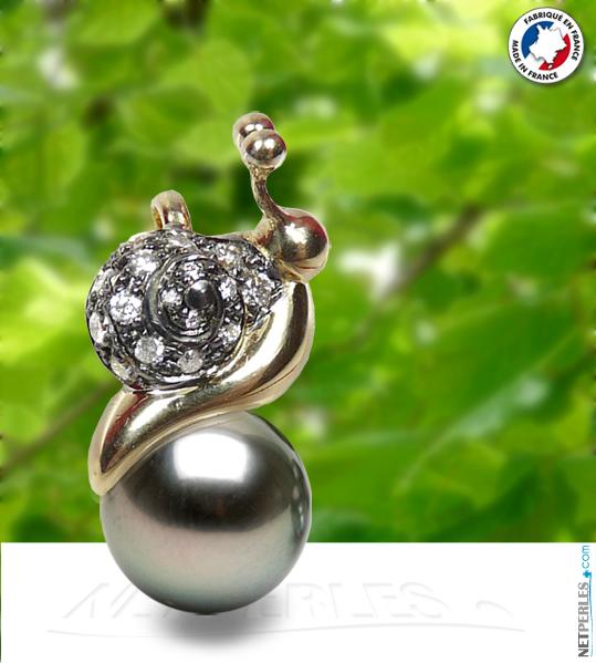 "Bijou en or 18 carats "" Escargot "" avec ses diamants et sa perle noire de tahiti"