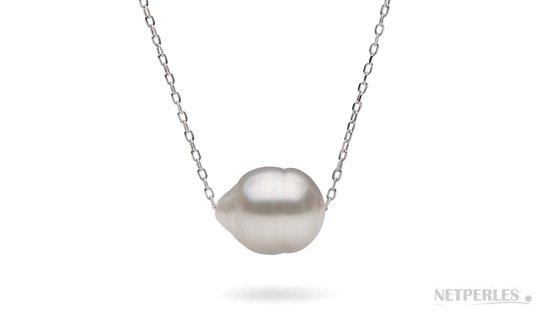 Perle baroque d'australie traversée par une chaine forçat or 18k