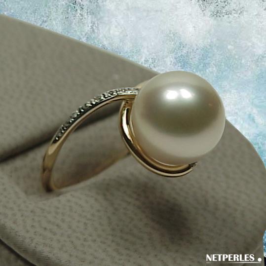Bague Or Jaune 18 carats et diamants avec perle de culture d'australie blanche